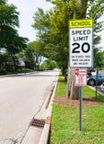 Sinal do limite de velocidade da zona de Shool Fotografia de Stock