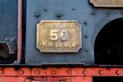 Sinal do limite de velocidade do trem fotografia de stock