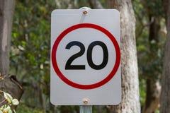 Sinal do limite de velocidade, 20 KPH imagem de stock royalty free