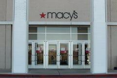 Sinal do logotipo de Macys na entrada da loja Fotos de Stock