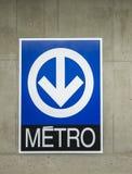 Sinal do metro de Montreal (metro) fotografia de stock