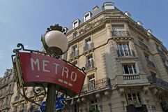 Sinal do metro de Paris Montmartre fotografia de stock