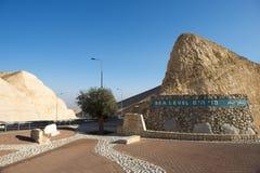 Sinal do nível do mar pelo Mar Morto, Israel Fotografia de Stock Royalty Free