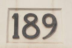 Sinal do número da casa 189 pintado na parede Fotografia de Stock