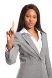 Sinal do número um da mulher preta bonita foto de stock royalty free