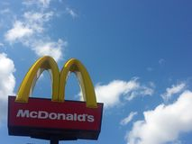 Sinal do restaurante de Mcdonalds Foto de Stock Royalty Free