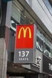 Sinal do restaurante do ` s de McDonald imagens de stock royalty free