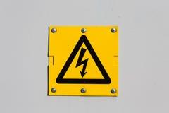 Sinal do símbolo da alta tensão do perigo Imagens de Stock Royalty Free