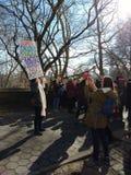 Sinal do ` s março das mulheres, NYC, NY, EUA Imagens de Stock