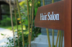 Sinal do sentido ao cabeleireiro em um hotel, em um recurso e em uns termas Fotos de Stock