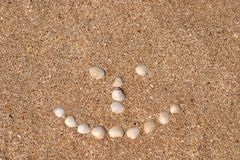 Sinal do sorriso na praia fotografia de stock royalty free