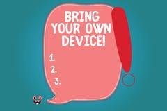 Sinal do texto que mostra Bring Your Own Device Foto conceptual vinda com placa demonstratingal do smartphone do portátil do comp ilustração do vetor