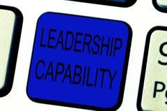 Sinal do texto que mostra a capacidade da liderança Foto conceptual que líder pode construir a capacidade conduzir eficazmente fotos de stock