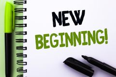 Sinal do texto que mostra a começo novo a chamada inspirador Vida em mudança do crescimento do formulário do novo começo conceptu Fotografia de Stock Royalty Free