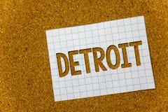 Sinal do texto que mostra Detroit Cidade conceptual da foto na capital do Estados Unidos da América do notebo do fundo da cortiça fotografia de stock