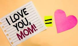 Sinal do texto que mostra eu te amo, mamã Branco transversal da declaração morna emocional loving conceptual da afeição dos senti fotos de stock