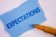 Sinal do texto que mostra expectativas Vendas enormes da foto conceptual em suposições do mercado de participações por um analist Foto de Stock Royalty Free