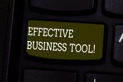 Sinal do texto que mostra a ferramenta eficaz do negócio Foto conceptual usada para controlar e melhorar a chave de teclado dos p imagem de stock royalty free