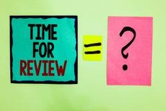 Sinal do texto que mostra a hora para a revisão O desempenho conceptual Rate Assess Black do momento do feedback da avaliação da  fotos de stock royalty free