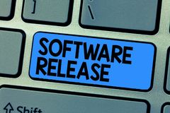 Sinal do texto que mostra a liberação de software Soma conceptual da foto das fases do desenvolvimento e da maturidade para o pro fotografia de stock royalty free