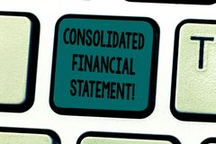 Sinal do texto que mostra o balanço financeiro consolidado Saúde total da foto conceptual de um grupo inteiro de teclado das empr fotos de stock royalty free