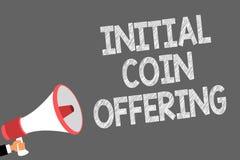 Sinal do texto que mostra o oferecimento inicial da moeda Foto conceptual que crowdfunding usando os cryptocurrencies que aumenta ilustração stock