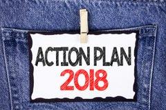 Sinal do texto que mostra o plano de ação 2018 A foto conceptual planeia o desenvolvimento da melhoria dos objetivos da vida das  Imagem de Stock Royalty Free