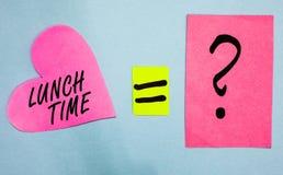Sinal do texto que mostra o tempo do almoço Refeição conceptual da foto no meio do dia após o café da manhã e antes das notas do  ilustração royalty free