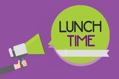 Sinal do texto que mostra o tempo do almoço Refeição conceptual da foto no meio do dia após o café da manhã e antes do homem do j ilustração royalty free