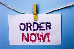 Sinal do texto que mostra a ordem agora Registro conceptual do produto da loja da promoção de venda do negócio da ordem de compra imagem de stock royalty free