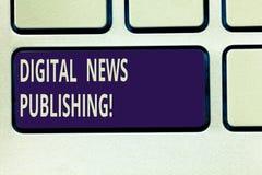 Sinal do texto que mostra a publicação da notícia de Digitas Relatório eletrônico da transmissão da foto conceptual do teclado at imagens de stock