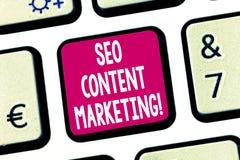 Sinal do texto que mostra Seo Content Marketing Publicação conceptual da foto do material projetada promover um teclado do tipo imagem de stock