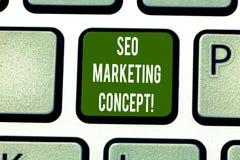 Sinal do texto que mostra Seo Marketing Concept Estratégia conceptual da foto que executa para satisfazer clientes para precisar  fotos de stock