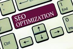 Sinal do texto que mostra Seo Optimization Processo conceptual da foto de afetar a visibilidade em linha do Web site ou da página imagens de stock royalty free
