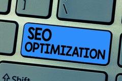 Sinal do texto que mostra Seo Optimization Processo conceptual da foto de afetar a visibilidade em linha do Web site ou da página fotos de stock