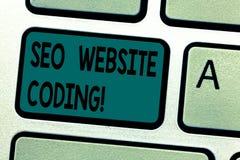 Sinal do texto que mostra Seo Website Coding A foto conceptual cria o local na maneira para fazê-la mais visível ao teclado do Se fotografia de stock royalty free