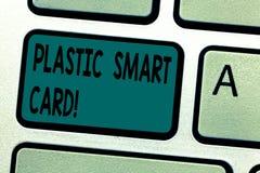 Sinal do texto que mostra Smart Card plástico Símbolo conceptual da segurança da foto que encaixou a chave de teclado inteligente ilustração stock