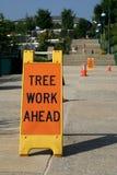Sinal do trabalho da árvore adiante foto de stock royalty free