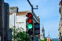 Sinal do verde de Montreal velho e do porto velho fotografia de stock