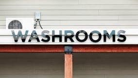 Sinal dos banheiros imagens de stock