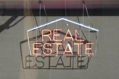Sinal dos bens imobiliários imagens de stock