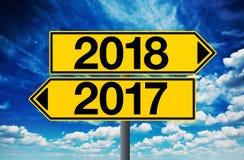 sinal 2017 e 2018 da estrada transversaa Fotografia de Stock