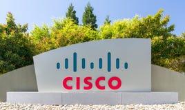 Sinal e logotipo incorporados das matrizes de Cisco Systems Foto de Stock Royalty Free