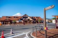 Sinal e Monte Fuji do kawaguchiko do lago fotos de stock