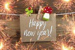 Sinal e quadro da etiqueta com véspera de anos novos de ano novo feliz com 2019 e trevo fotografia de stock
