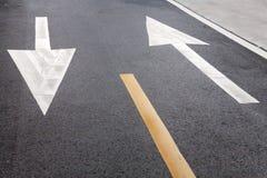 Sinal e seta de estrada Imagem de Stock