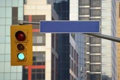 Sinal e sinal de rua em branco Imagens de Stock Royalty Free