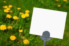 Sinal em branco do gramado do insecticida foto de stock