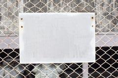 Sinal em branco na cerca da ligação chain Imagem de Stock