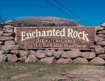 Sinal encantado da entrada da rocha Imagens de Stock Royalty Free